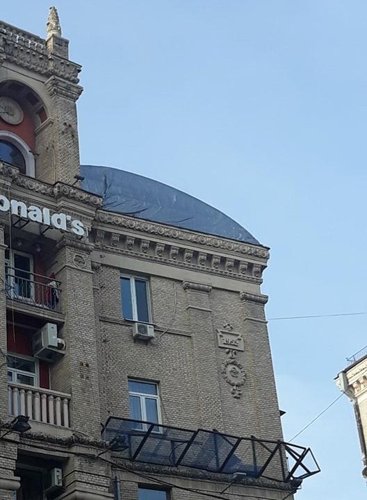 Поближе к Богу: в одном из столичных домов прямо на крыше построили церковь (ФОТО)