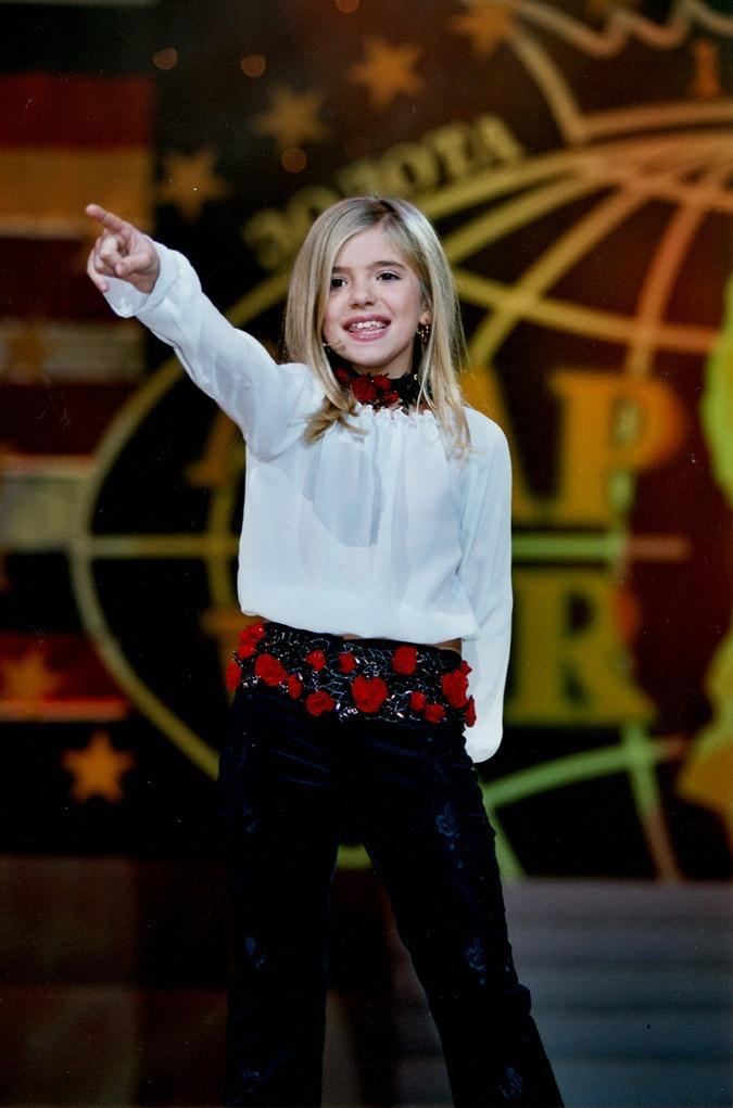 В пятилетнем возрасте Катя под псевдонимом Ассоль вышла на большую сцену.