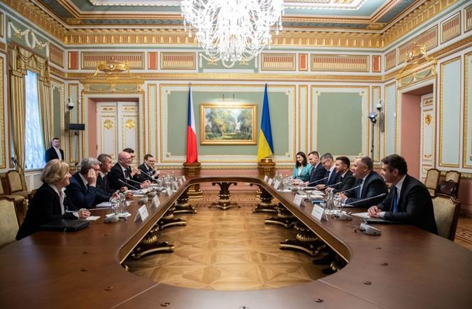 Андрея Бабиша в поездке в Украину сопровождает большая делегация бизнесменов.