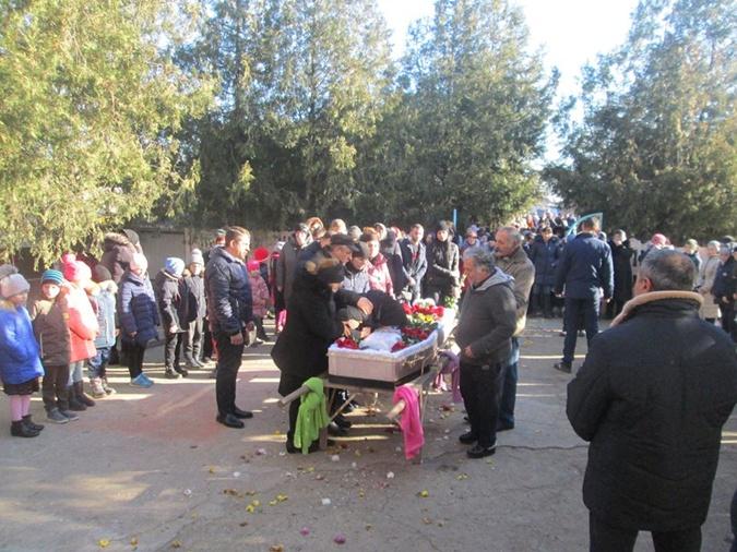 Прощание с Ксенией Бабенко, погибшей 4 декабря на пожаре в Одессе.