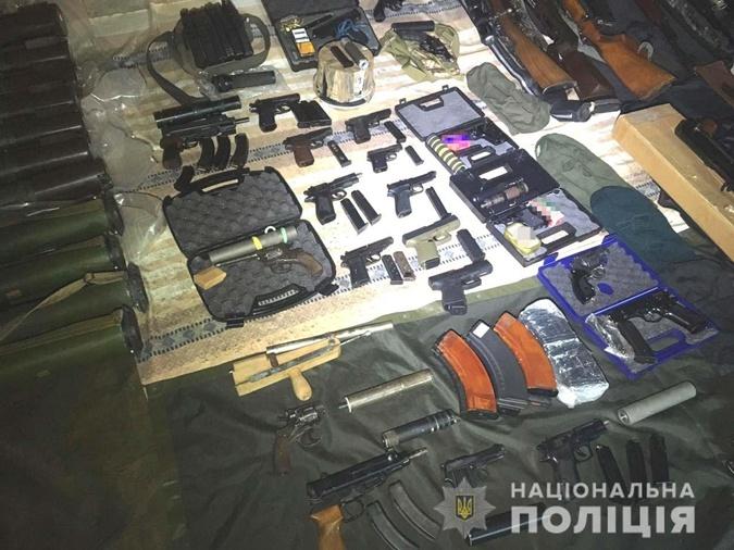 Арсенал оружие хранился в Ровно в обычном гараже.