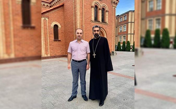 Ваган Симонян (Одесса) и духовный лидер одесских армян Тер Абгар Глчян вместе заботятся о благе соотечественников.
