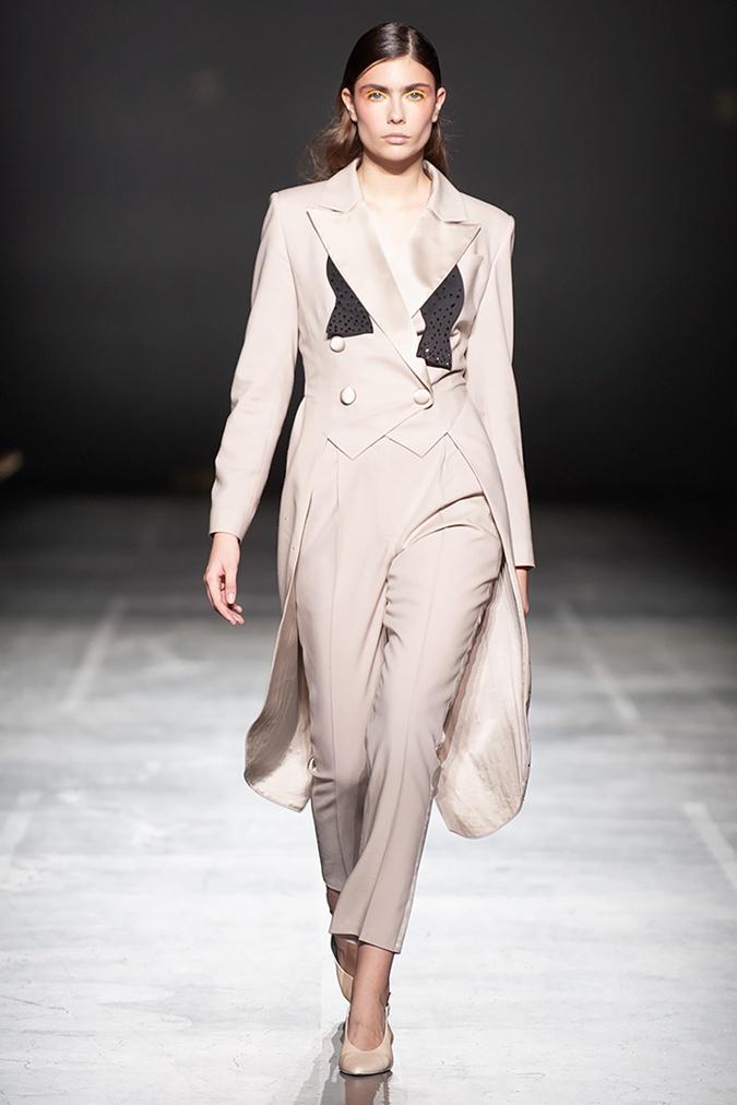 На смену коротким жакетам, как у Кейт Миддлтон, пришли удлиненные варианты. Фото: fashionweek.ua