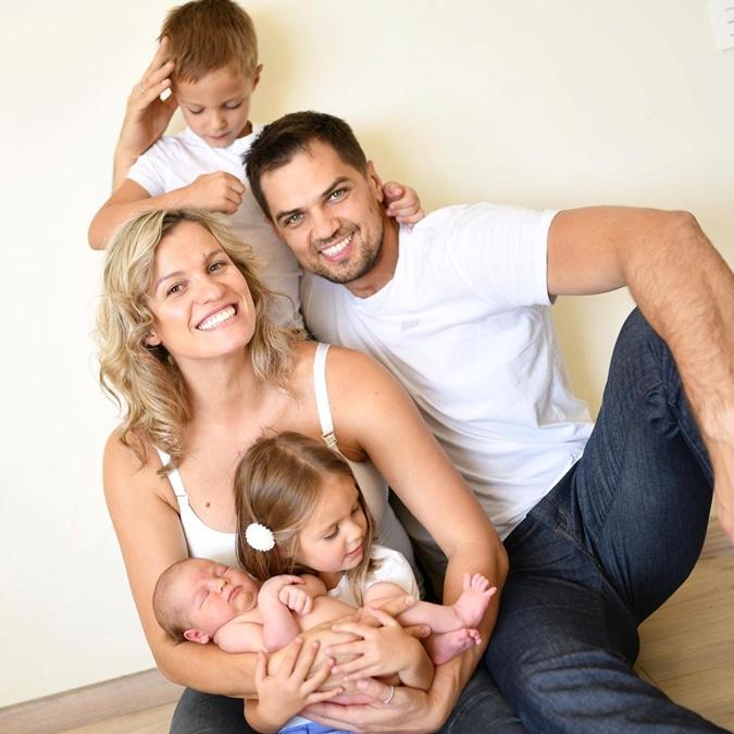 Константин Евтушенко счастлив с Натальей Добрынской и воспитывает троих детей. Фото: Инстаграм Добрынской.