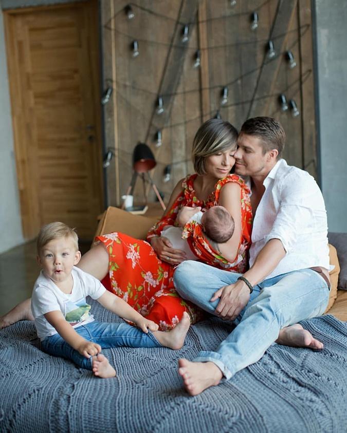 Дмитрий Черкасов – тоже счастливый семьянин. С Женой Александрой и сыновьями.  Фото: Инстаграм Черкасова.