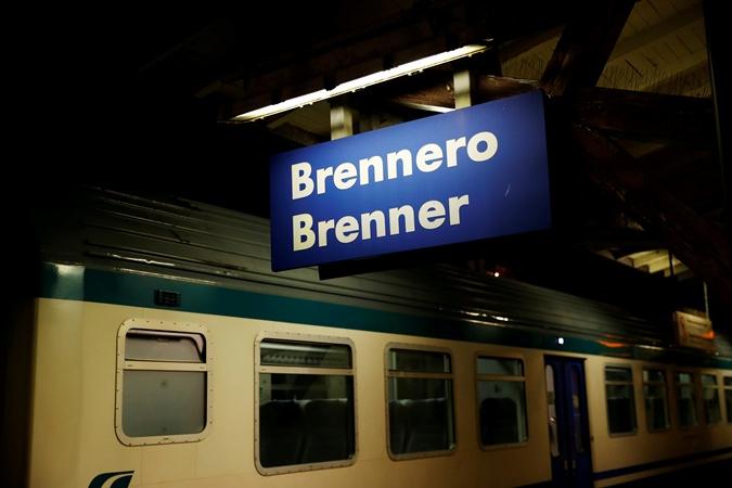 В Австрии из поезда не выпускают людей, которые едут из Италии. Фото: REUTERS