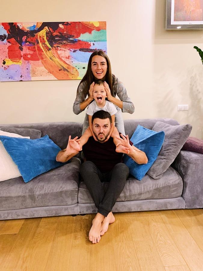 Григорий Решетник весело проводит время с детьми и женой. Фото: соцсети