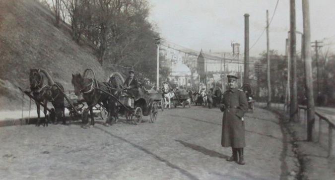В первой четверти 20-го века Киев наводнило такое количество людей с оружием и бывших революционеров, что понять кто из них власть, кто бандиты было практически невозможно. Фото: архив