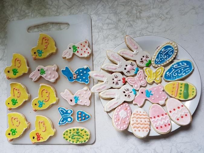 Яркие печенюшки в виде символов Пасхи порадуют не только детей, но и взрослых. Фото: finecooking.ru