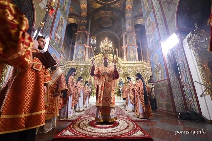 С прихожанами и молитвой против эпидемии: как прошли пасхальные богослужения онлайн фото 2