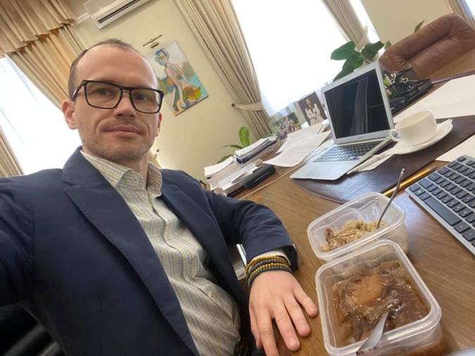 Тюремный обед в двух блюдах.