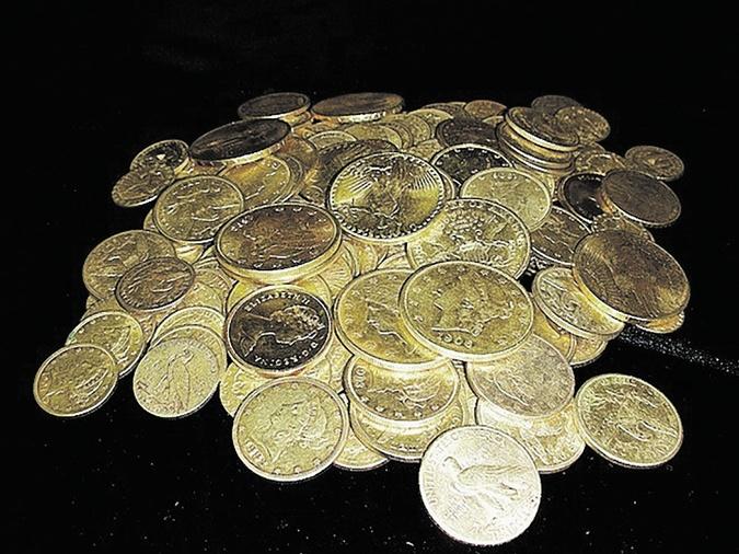 265 золотых монет - в основном американские орлы и двойные орлы, несколько монет из Средней Азии, датированные XIII веком нашей эры.