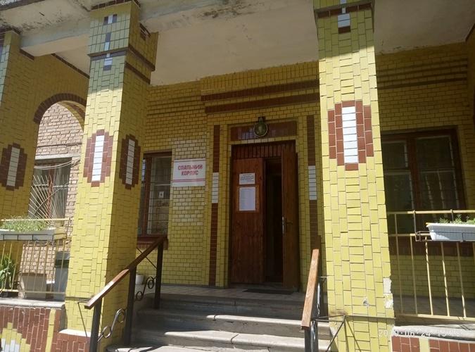 В школе-интернате жильцы пострадавшего дома смогут пробыть предварительно только до сентября. Фото: Ярослав КУЛИШ