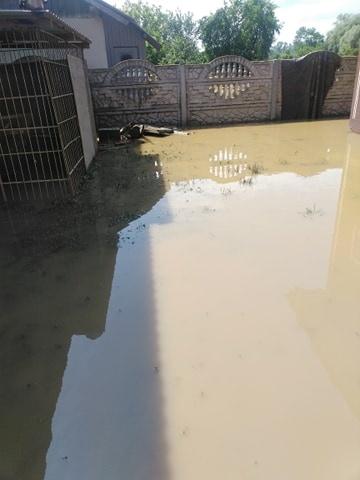 Пострадавшие от паводка в Прикарпатье: И затопленный огород, и дом оценивают одинаково - в 20 тысяч гривен
