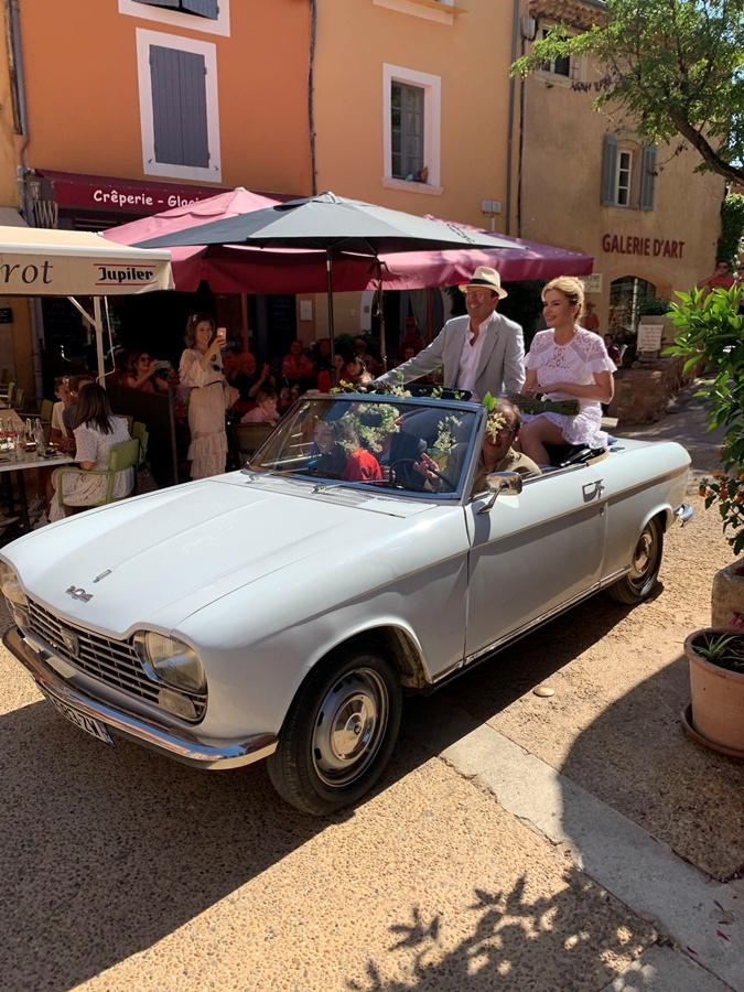 В мэрию Инна и Лоран ехали на белом кабриолете. Фото: Личный архив Инны Шевченко