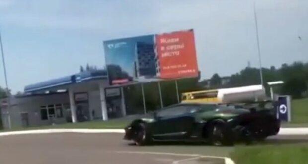 Lamborghini Aventador SVJ недавно был ввезен через пограничный пункт в Львовской области. Фото: rivnenews.com.ua
