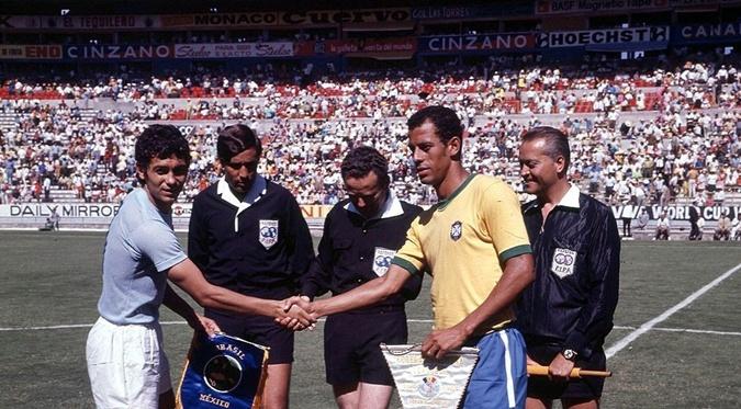 На поединок со сборной Бразилии в 1970 году Луческу выводил команду Румынии в ранге капитана. Фото: сайт ФИФА
