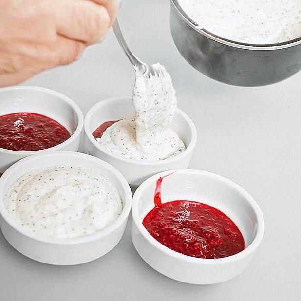 Рецепт малиново-манного пудинга от ведущей