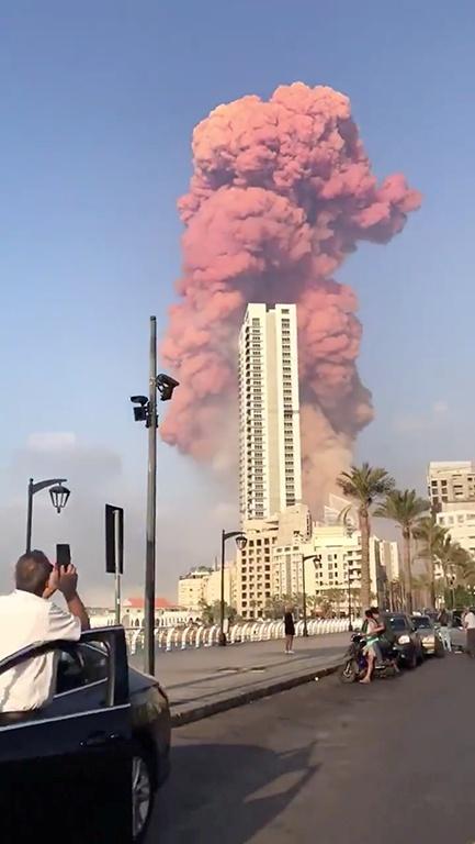 Очевидцы взрыва в Бейруте: Думали, что в город сбросили атомную бомбу [дополняется]