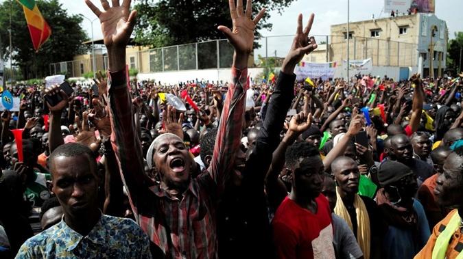 В Мали военные подняли мятеж: СМИ пишут об аресте президента и премьер-министра [фото, видео]