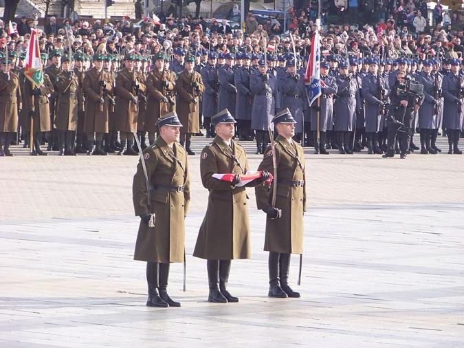 Главное действо – военный парад в Варшаве. Фото: Википедия
