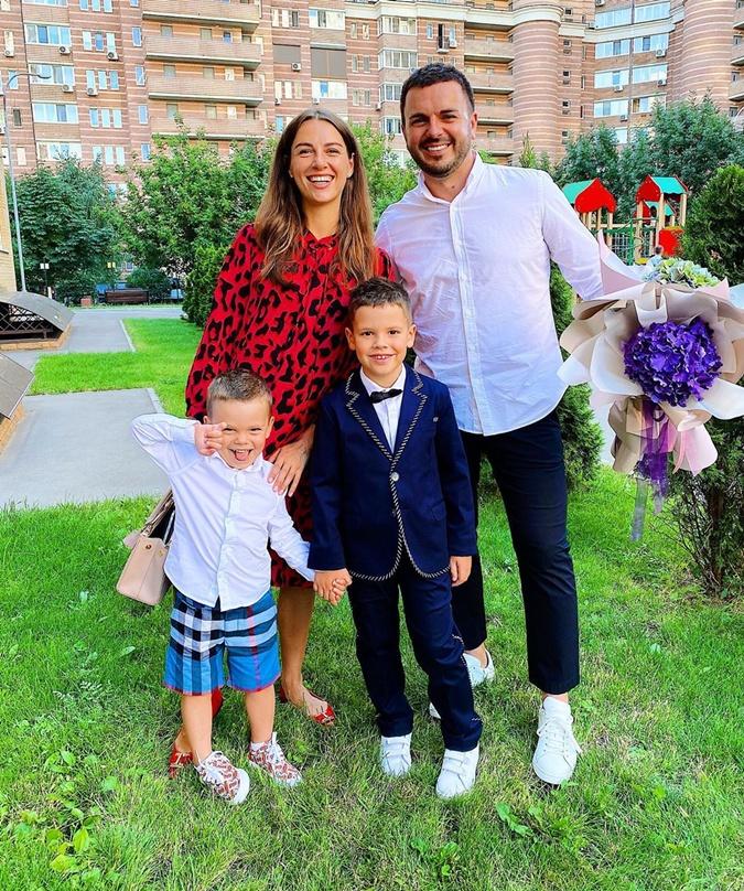 Григорий и Кристина Решетник с сыновьями. Фото: instagram.com/grisha_reshetnik