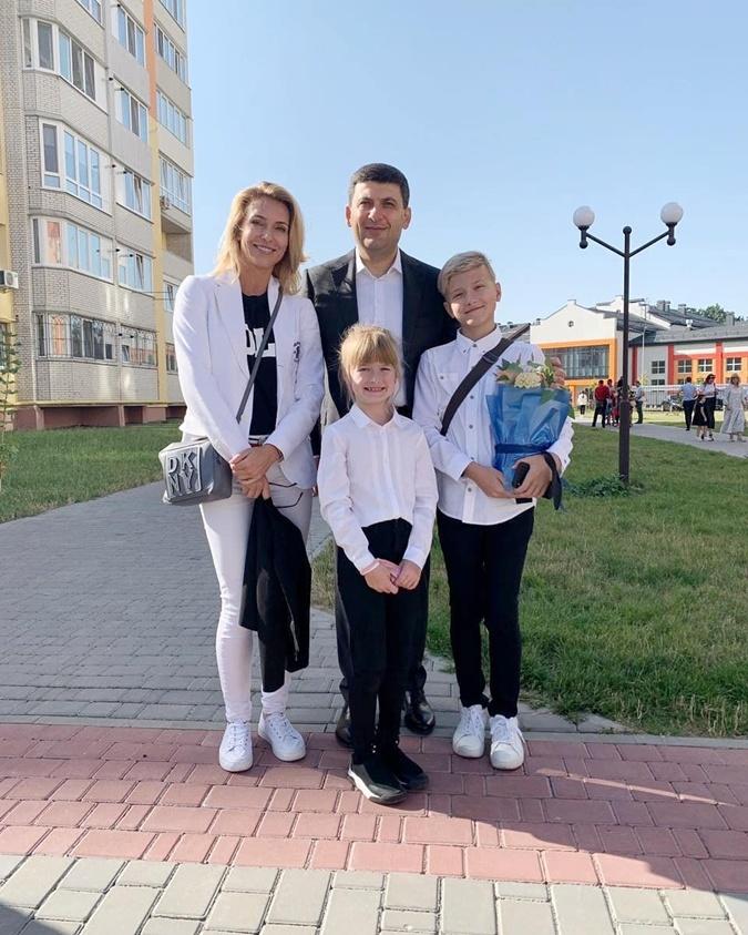 Марина Боржемская с детьми и Владимир Гройсман. Фото: instagram.com/uzelkova.marina