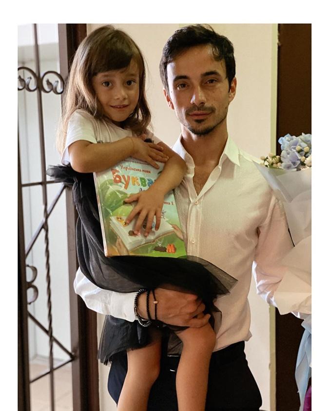 Александр Стоянов с дочкой. Фото: instagram.com/stoianov_aleksandr