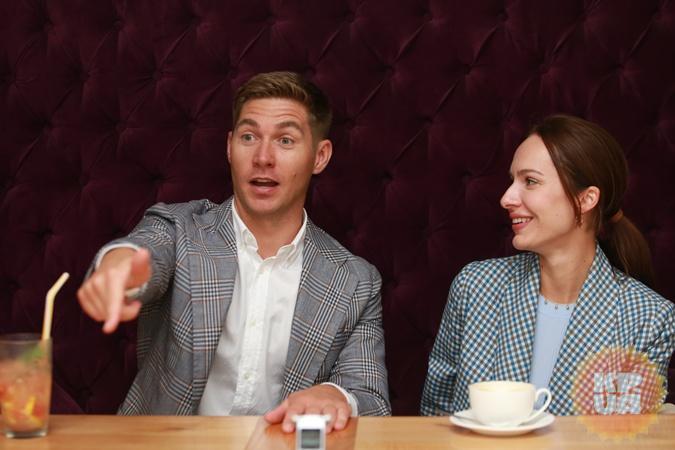 В день помолвки Вова готов был даже поругаться, чтобы Кристина не догадалась о сюрпризе.