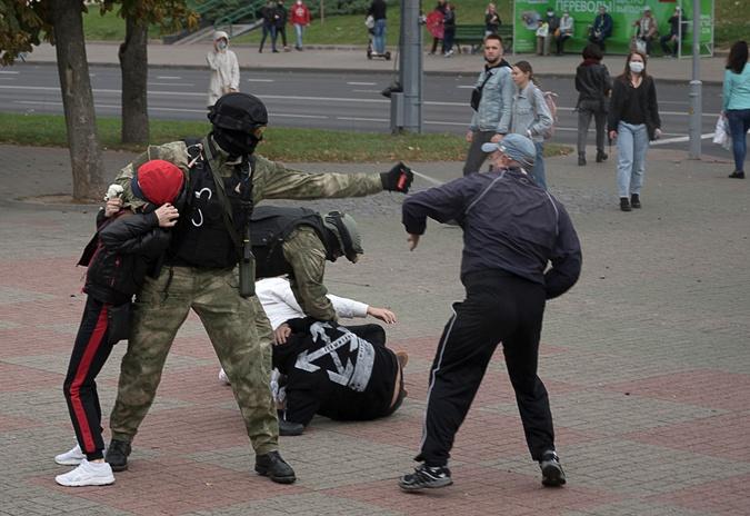 50-й день протестов в Беларуси: в Минске вышли 100 тысяч человек, в Гродно людей разгоняли с выстрелами фото 1