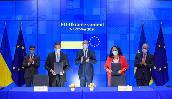Итоги саммита в Брюсселе: ЕС не банкомат, но даст Украине еще 60 миллионов евро и оставит безвиз фото 2