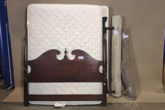 Кровать из посольства предлагается за 1 050 гривен. Фото: online-auction.state.gov/