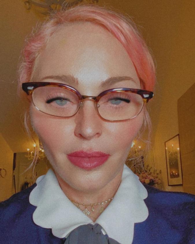 Резко сменившая имидж Мадонна шокировала подписчиков: Что случилось со скулами? фото 1
