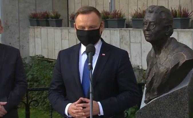 Бюст Анна Валентынович был открыт на территории посольства Польши в Киеве 12 октября. Фото: ФБ