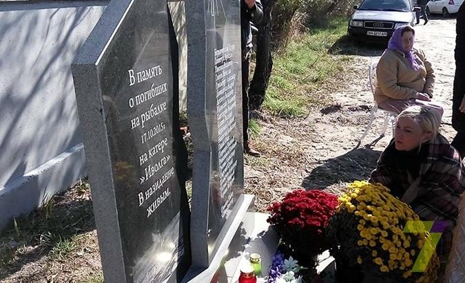 """5 лет крушения катера """"Иволга"""" в Затоке. Дочь погибшего: Наша семья капитана не простила"""