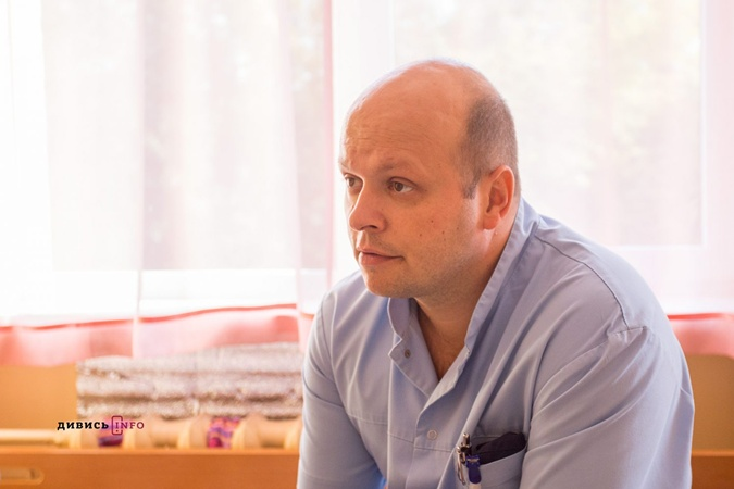 Операции нейрохирурга, по словам, Тараса Микитина, в принципе ургентные, но те, что терпят, перенесут.