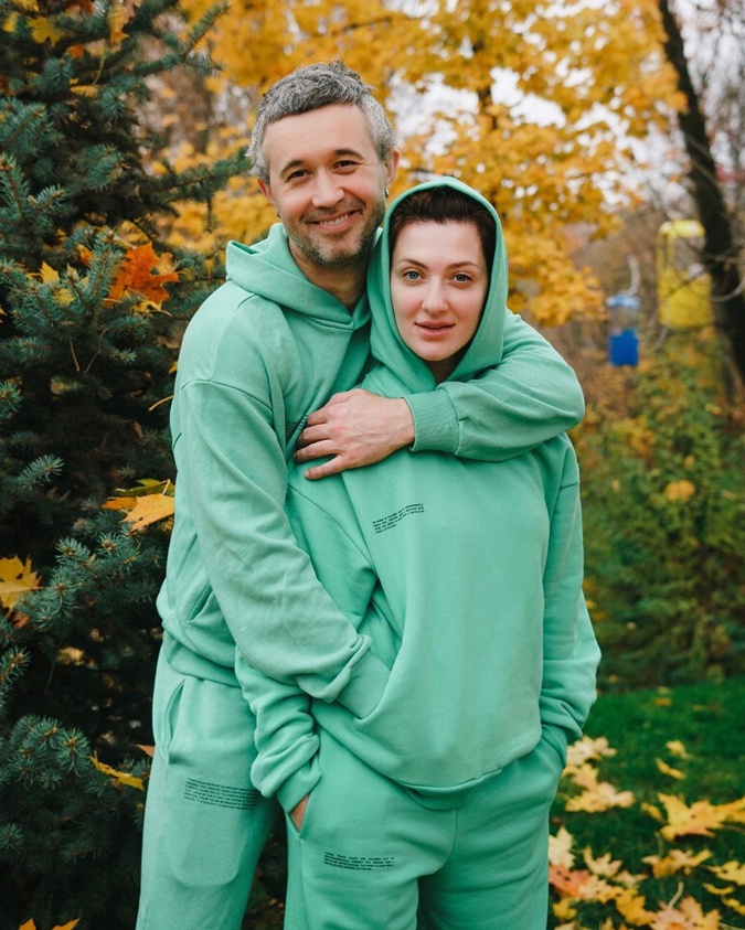 Сергей Бабкин говорит, что его наполняет любовь. На фото с женой Снежаной. Фото: Инстаграм Бабкина.
