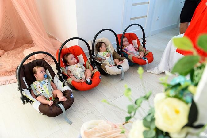 Мама близняшек-четверняшек: Привыкаешь смотреть в четыре стороны одновременно фото 2