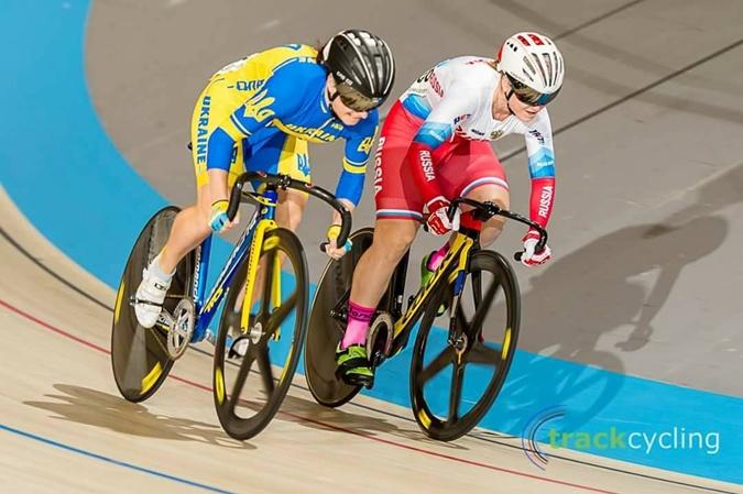На велотреке спортсменки развивают скорость до 70 км/час. Фото: архив Елены Стариковой