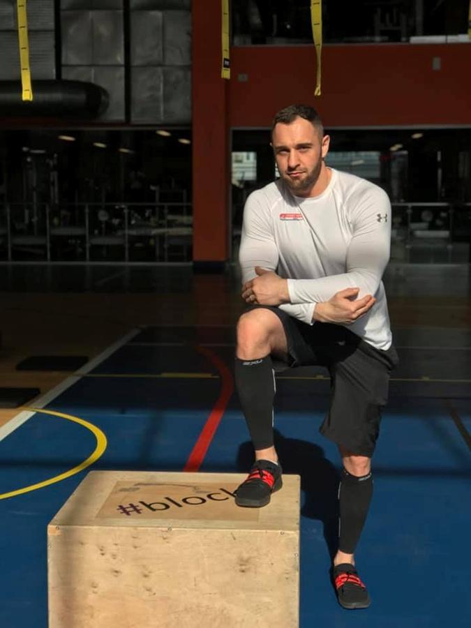фитнес-тренер Денис Мамедов