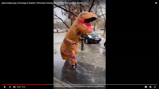 Облонский динозавр на коньках оказался журналистом фото 1