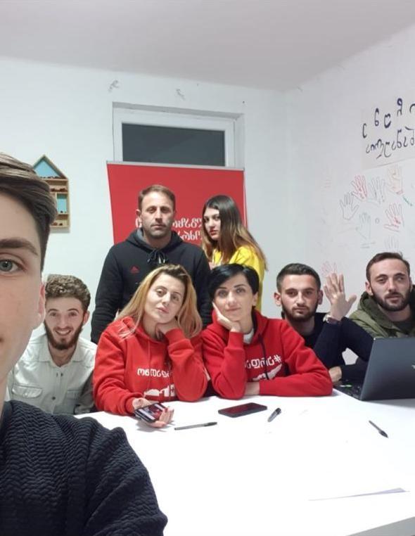 Он не Михо и не пьет кофе: в день рождения Саакашвили пресс-секретарь рассказала о нем 17 фактов фото 1