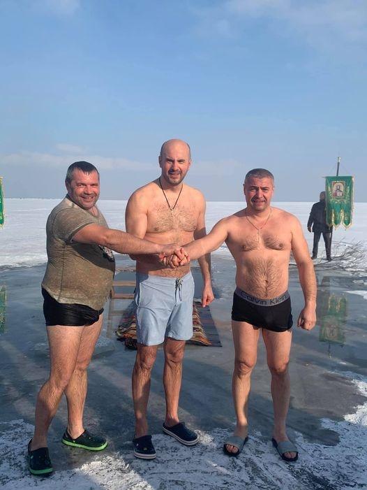 Крещение 2021: Кто из украинских политиков искупался в проруби в 17-ти градусный мороз фото 5