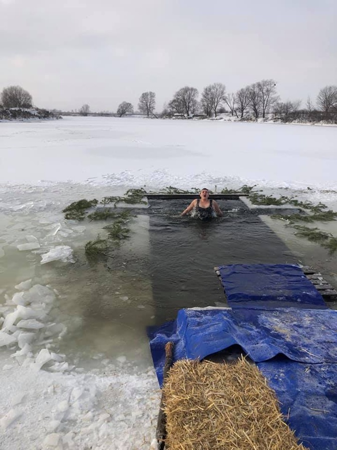 Крещение 2021: Кто из украинских политиков искупался в проруби в 17-ти градусный мороз фото 2