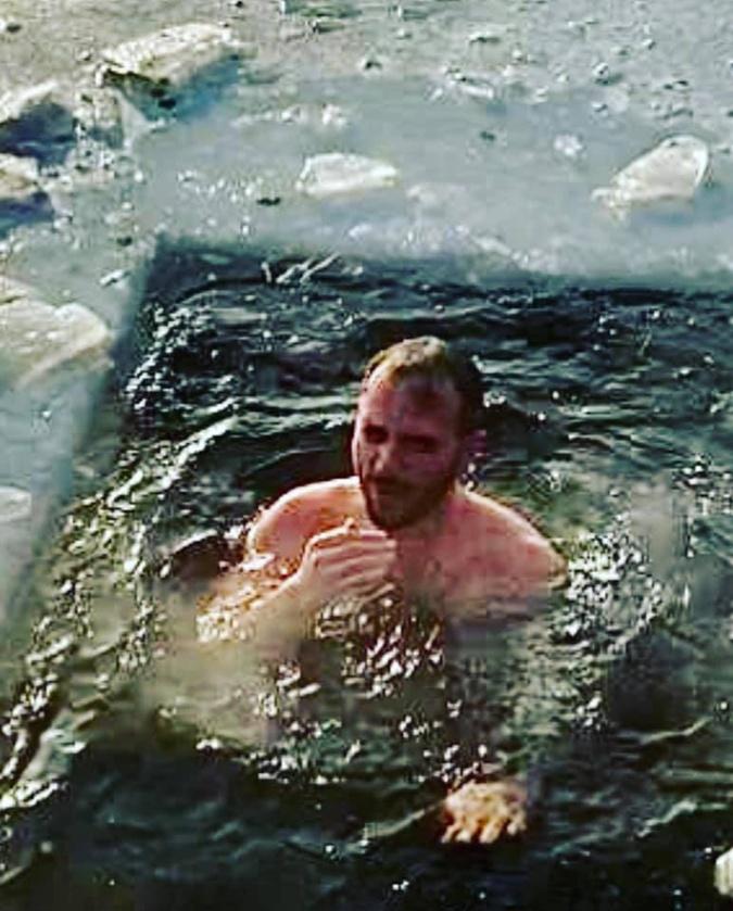 Крещение 2021: Кто из украинских политиков искупался в проруби в 17-ти градусный мороз фото 1