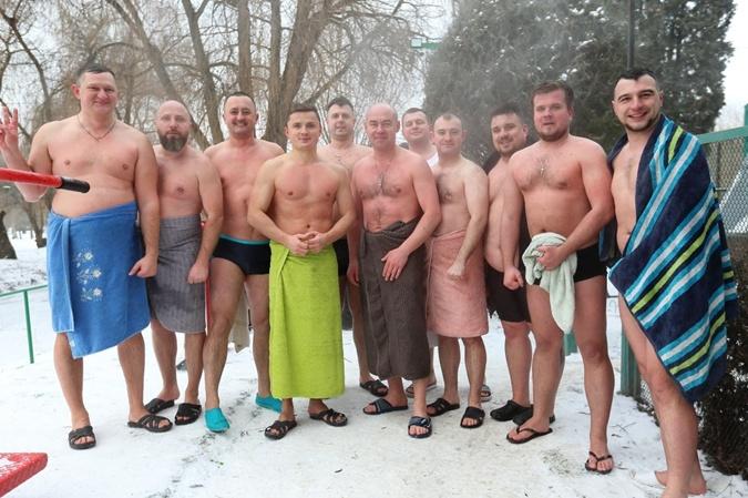 Крещение 2021: Кто из украинских политиков искупался в проруби в 17-ти градусный мороз фото 3