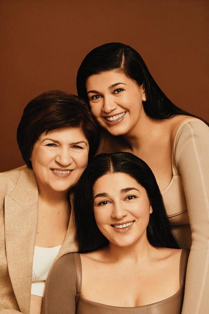 Лаура с мамой Ниной и сестрой Кристиной. Фото: Личный архив певицы