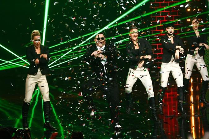 В ритме Gangnam Style.