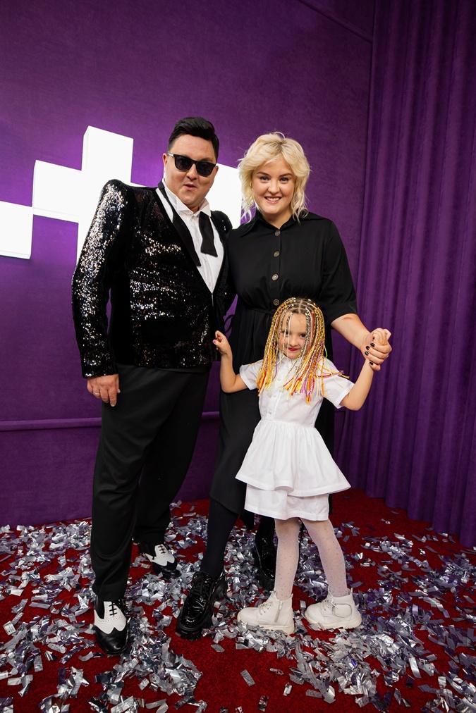 С женой Викторией и дочерью Лизой после выступления.