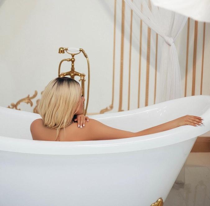 Могилевская удивила снимком в ванной.